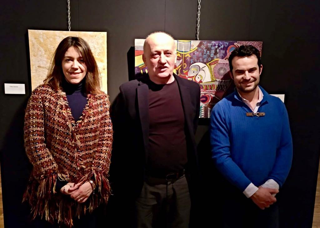 El pintor serbio-astur Michel Midorag expone su obra en Cangas de Onís
