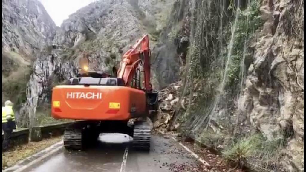 Fomento inicia los trabajos para abrir cuanto antes la carretera del Pontón (N-625)