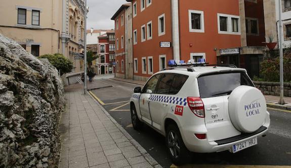 La Policía Local de Llanes presentó 816 denuncias durante el fin de semana, de las que 726 corresponden a infracciones de tráfico