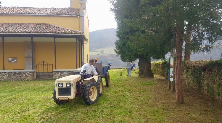 Sextaferia en Coya (Piloña) para limpiar caminos y el campu la iglesia