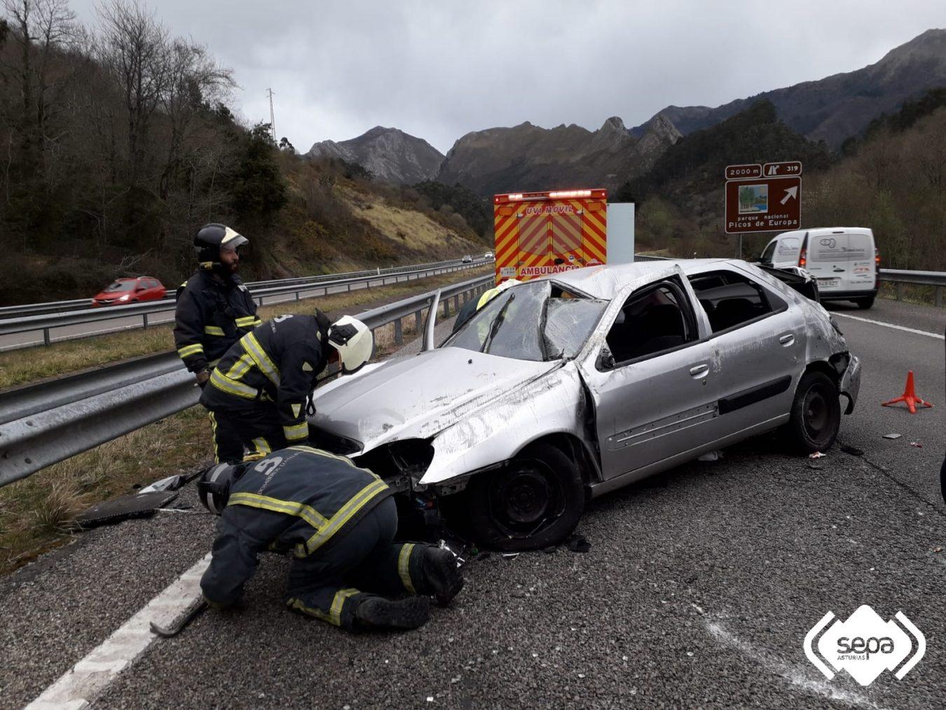 Una mujer resulta herida de consideración en un accidente de tráfico ocurrido en Ribadesella