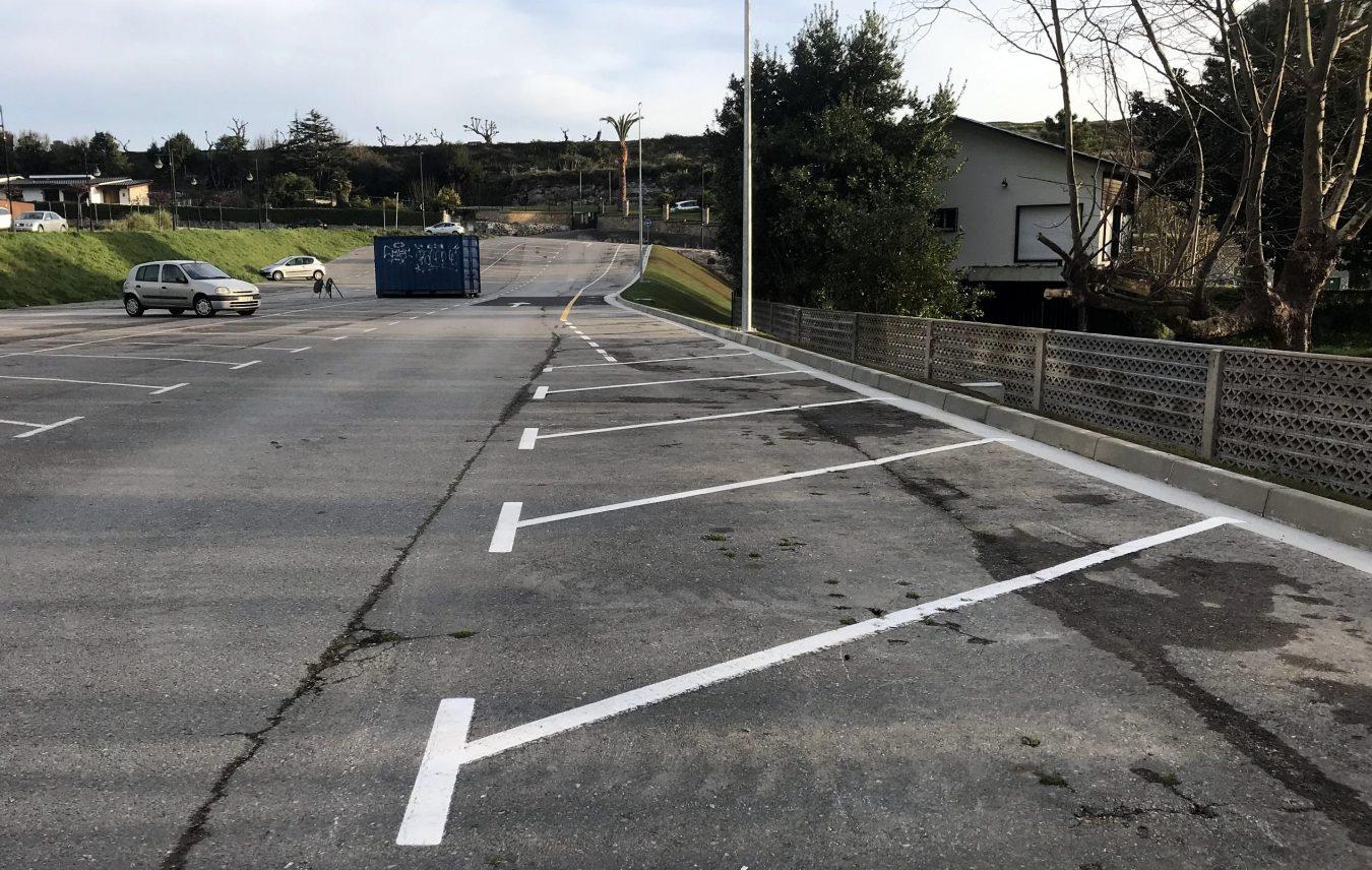 Llanes finaliza las obras de acondicionamiento ejecutadas en el aparcamiento de El Sablón por orden judicial