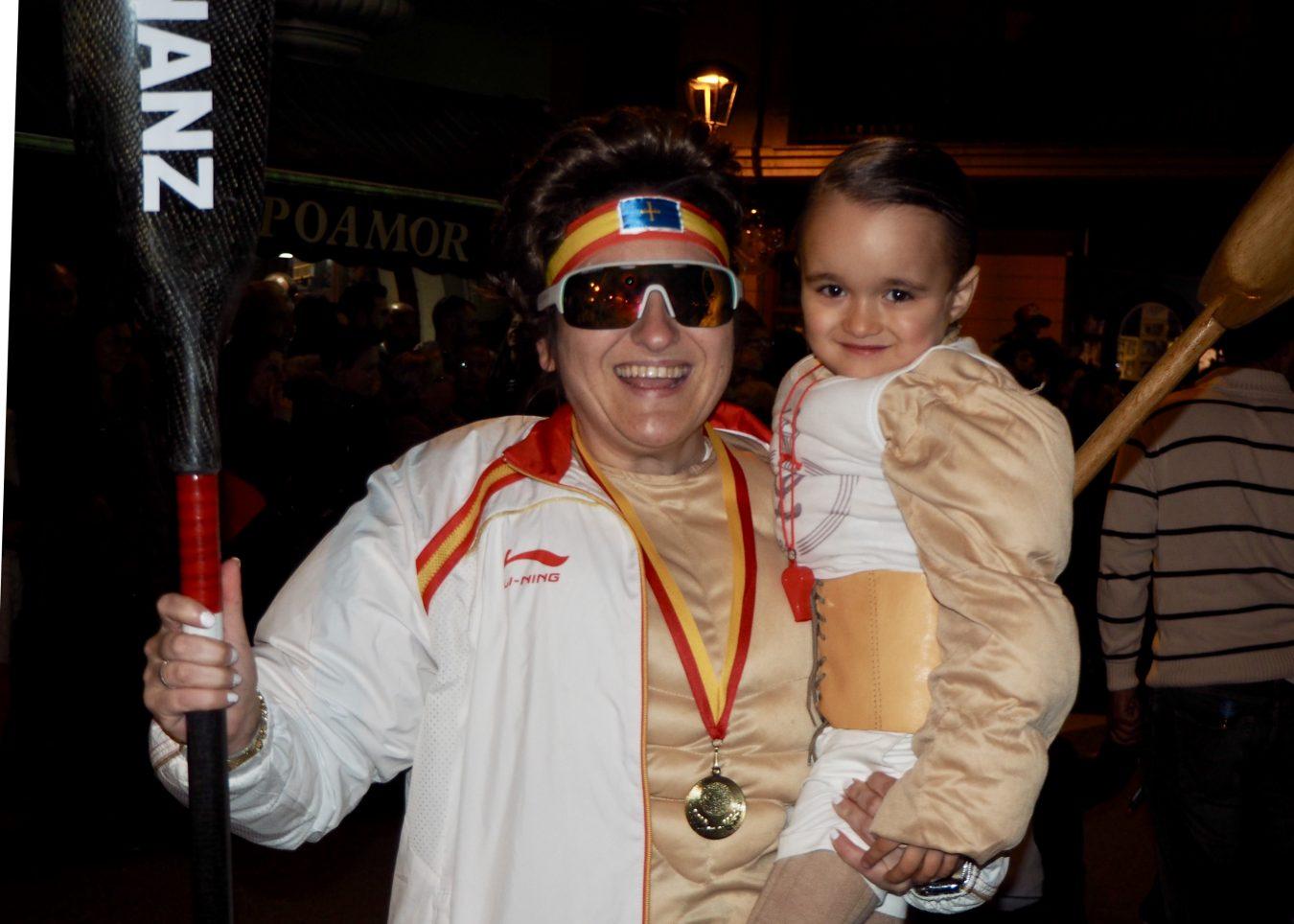 El Carnaval de Arriondas rinde un doble homenaje a su piragüista olímpico, Javier Hernanz