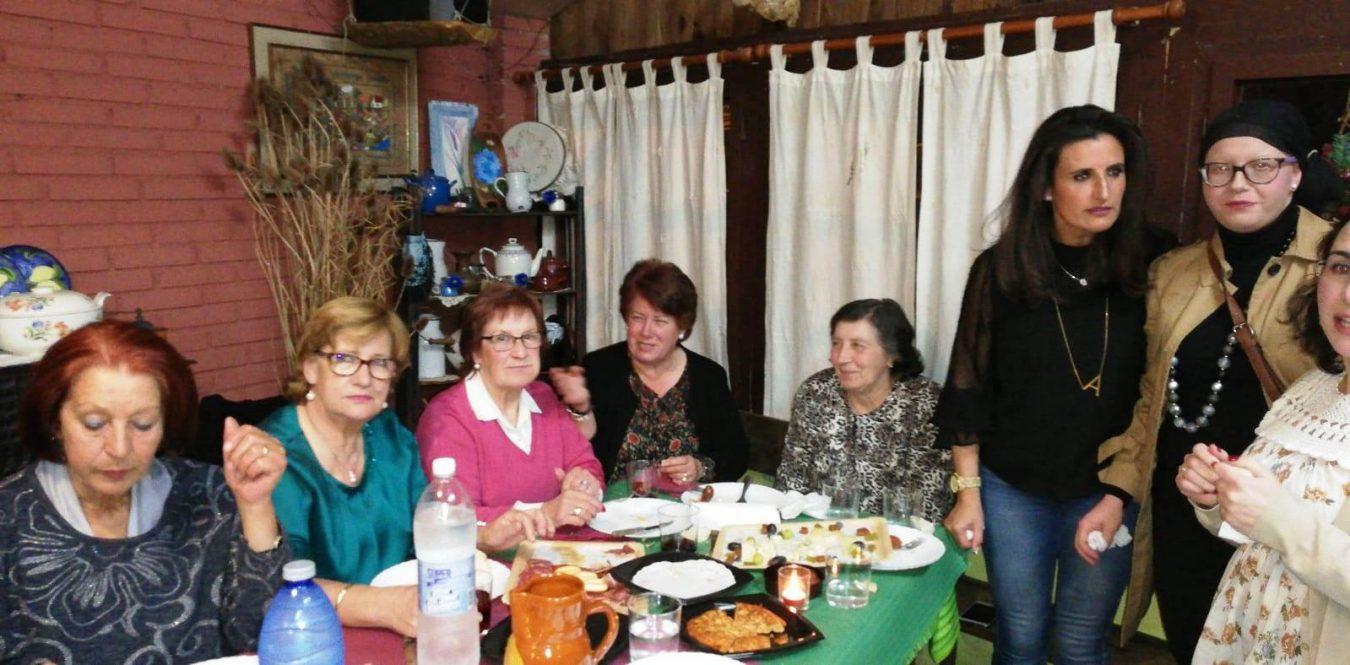 El Día Internacional de la Mujer se cierra con una multitudinaria cena en Benia de Onís