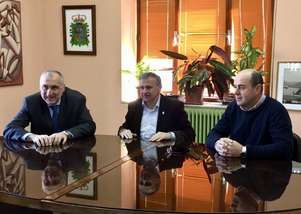 El Principado invertirá 50.000€ en la nueva red de abastecimiento de Arriondas para acabar con la turbidez del agua