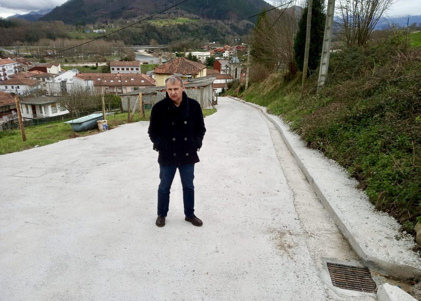 El Ayuntamiento de Parres concluye la mejora de acceso al barrio de La Mermellina de Arriondas