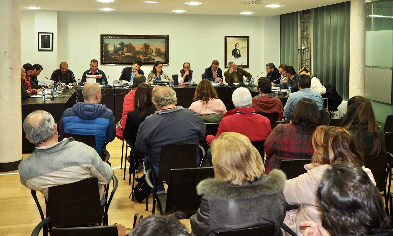 Nuevo rifirrafe político entre la alcaldesa y el PSOE en el último pleno de Ribadesella