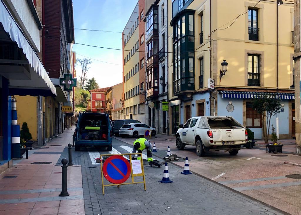 Reparación de hundimientos en la calle Comercio de Ribadesella