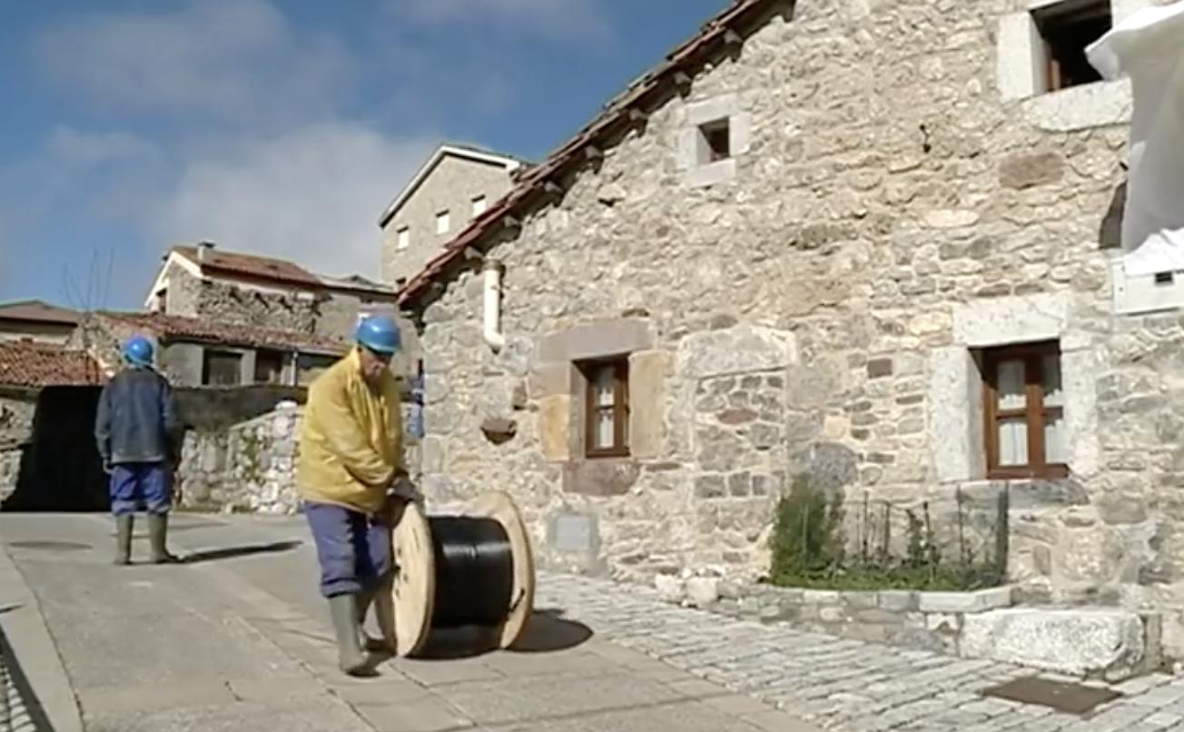 Comienza el soterramiento de cables en la localidad cabraliego de Sotres
