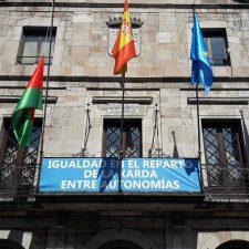 El Ayuntamiento de Llanes apoya a sus pescadores en la crisis de la xarda
