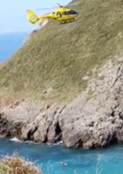 Un hombre muere ahogado en Llanes, cerca de la playa de Celorio