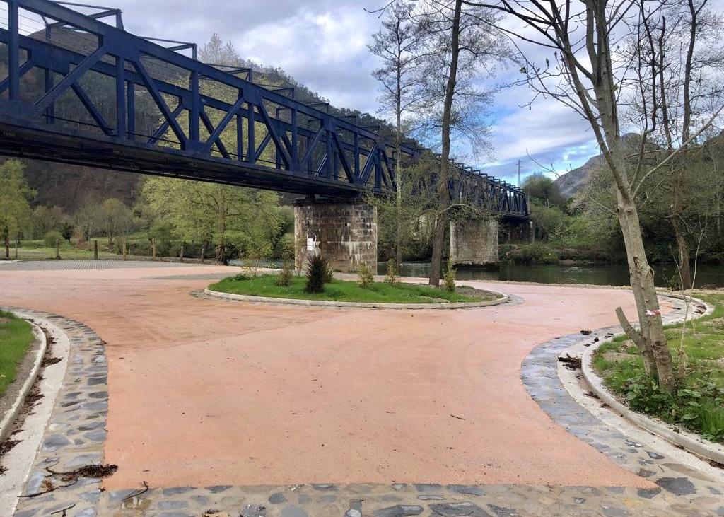 Ayuntamiento de Ribadesella y empresas de turismo activo pactan el uso del área de desembarco de canoas