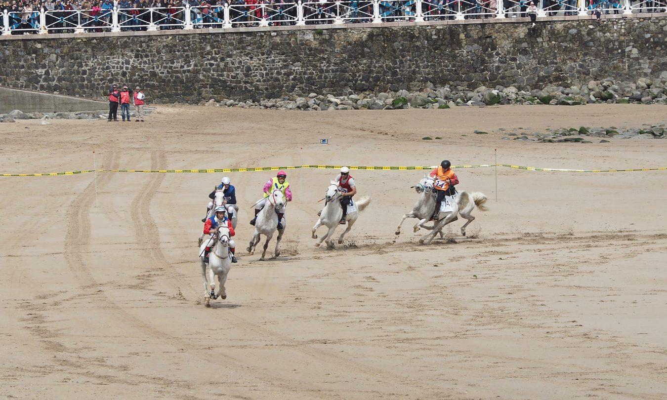 Ribadesella busca un nuevo fin de semana para las Carreras de Caballos Playa de Santa Marina