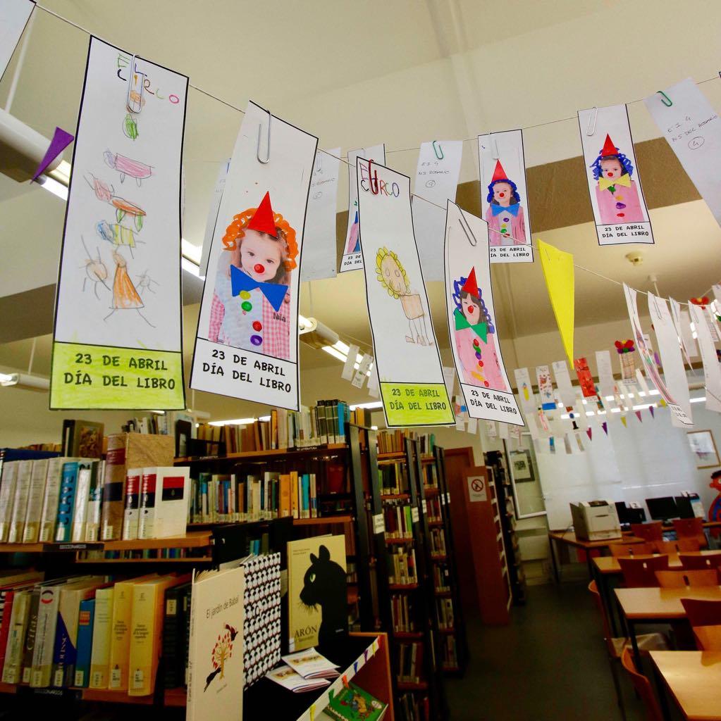 La Casa de Cultura de Ribadesella se disfraza para la Semana del Libro