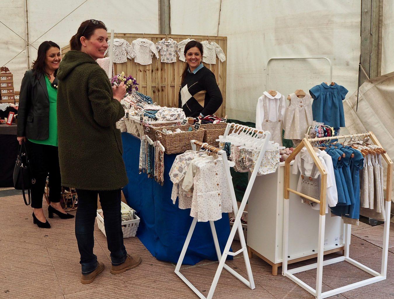 La Feria del Comercio de Ribadesella vuelve a la Plaza Nueva con 16 stands