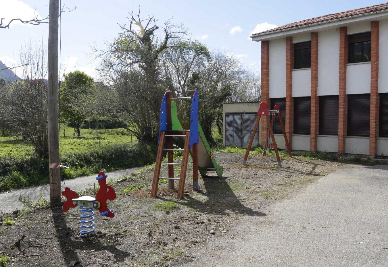 El riosellano pueblo de Toriellu ya tiene parque infantil