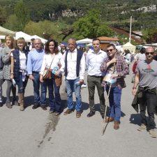 Paloma Gázquez y Edurne Uriarte llevan la campaña del PP a Panes (Peñamellera Baja)