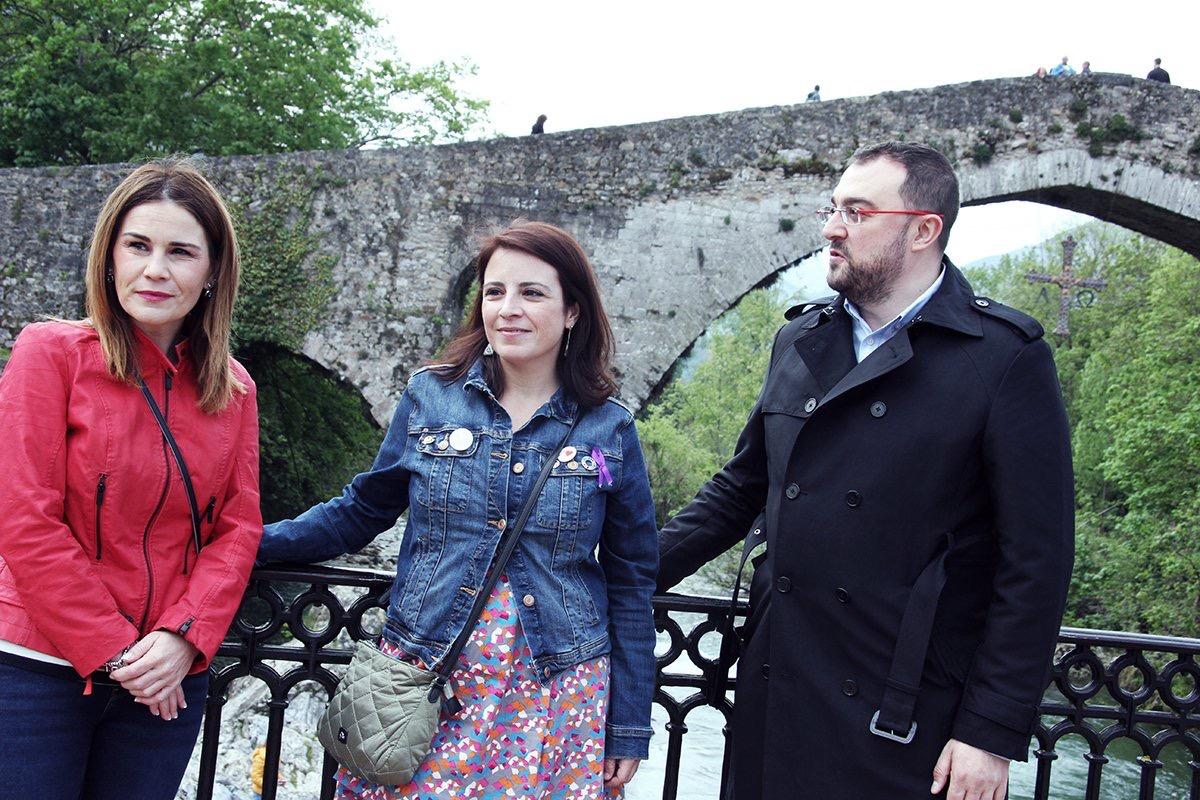 Adriana Lastra defiende la Constitución y la unidad de España en Cangas de Onís