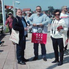 La candidata del PSOE al Senado, María Fernandez, hace campaña en Ribadesella
