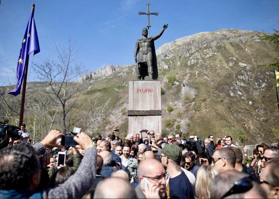 Abascal vuelve a Covadonga para iniciar la campaña electoral y reivindicar la unidad de España