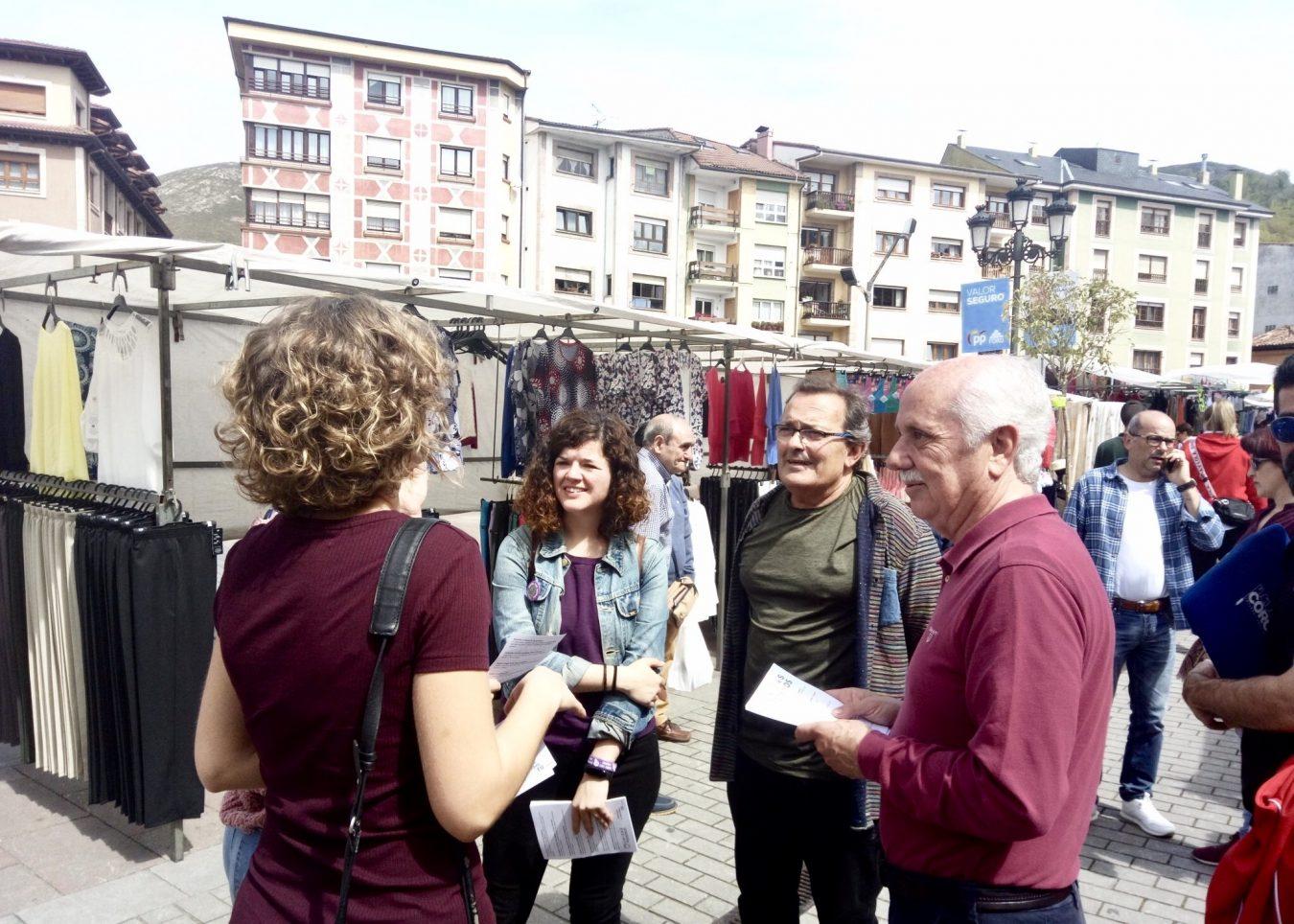 La candidata asturiana de Podemos al Congreso visita Cangas de Onís y El Fitu