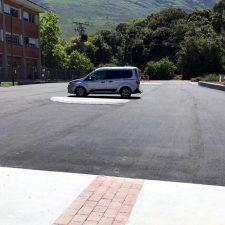 Finalizan las obras del nuevo aparcamiento creado en Posada de Llanes, junto al colegio público