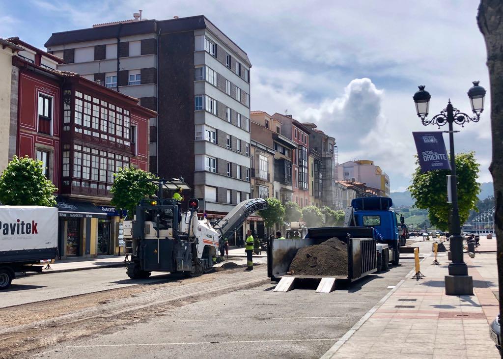 Comienza el asfaltado en la Avenida de los Marqueses de Argüelles de Ribadesella