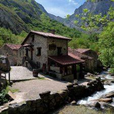 Bulnes y San Esteban de Cuñaba optan a ser la imagen del Belén más visitado de Asturias
