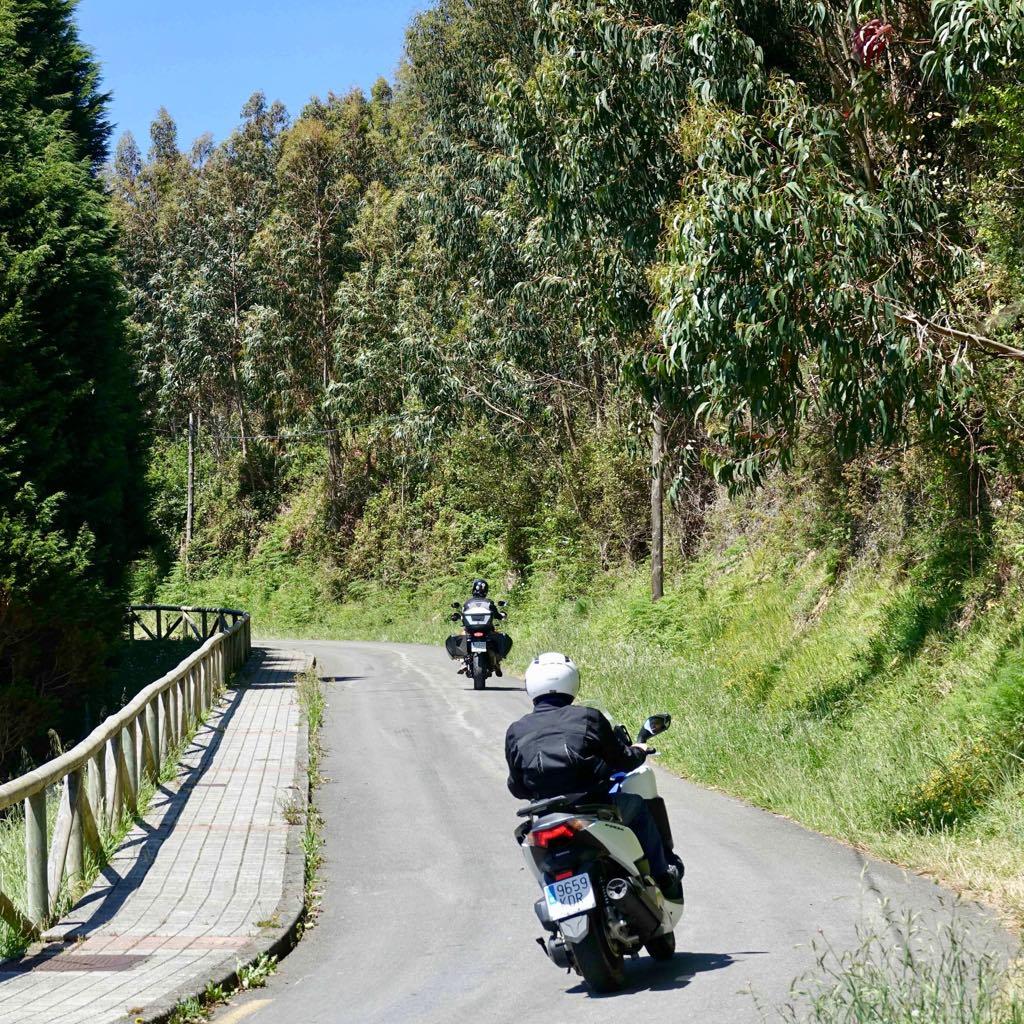 La carretera del Faro de Ribadesella se abre al tráfico tras permanecer mas de cien días cerrada
