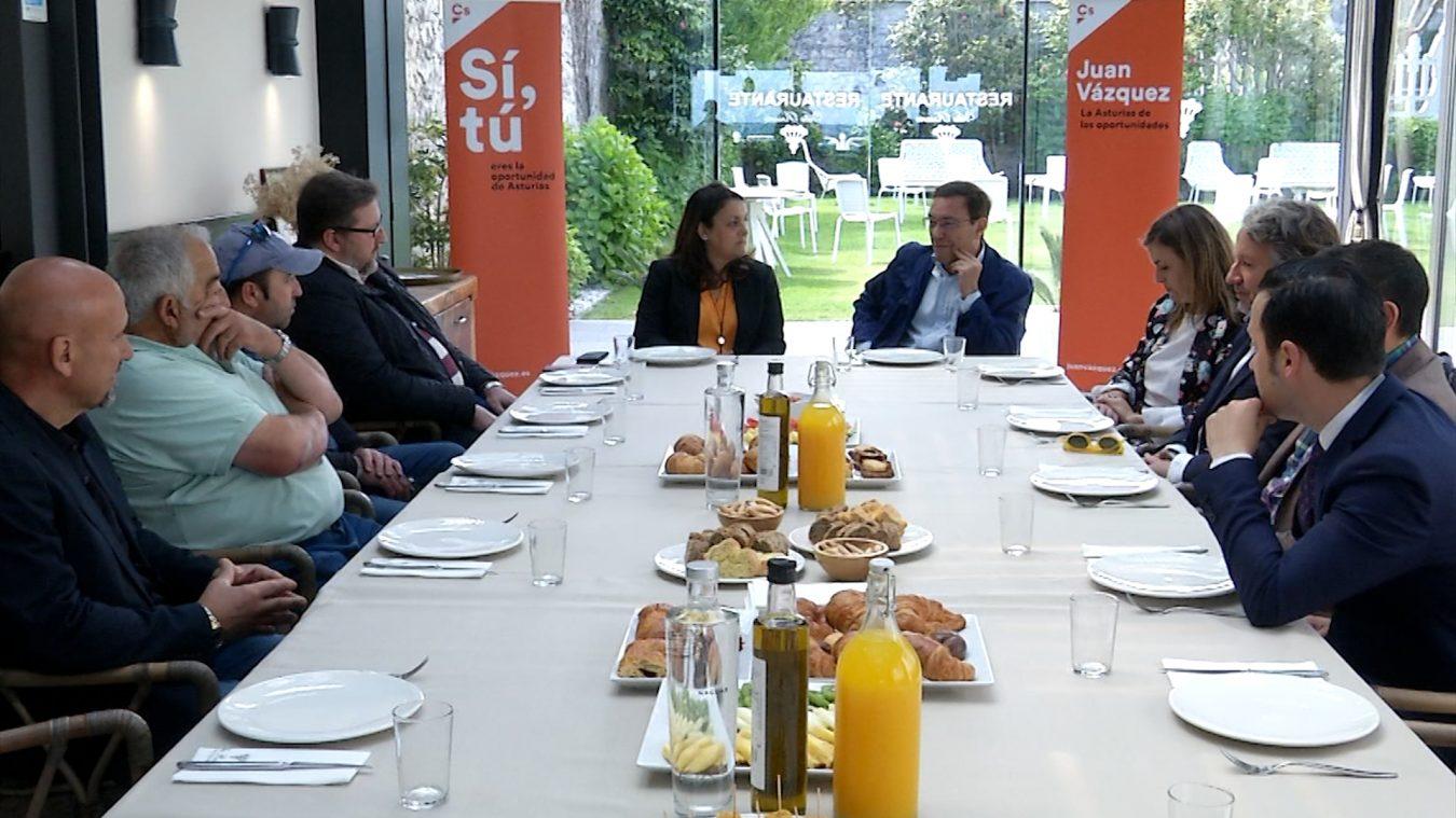El candidato de Ciudadanos a la presidencia del Principado dice en Ribadesella que el turismo es una oportunidad para Asturias