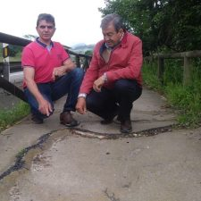 Alvarez-Cascos visita la senda peatonal a Covadonga para denunciar su abandono