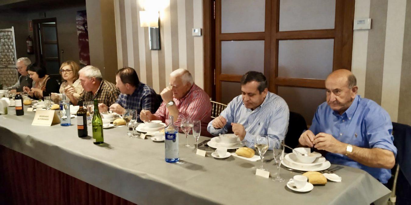 Fiesta Aniversario de los mayores de Onís con homenaje a tres de sus socios