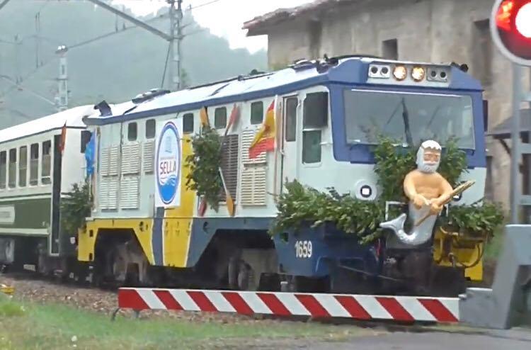 Vecinos de Arriondas piden un tren estival que les acerque a la playa de Ribadesella