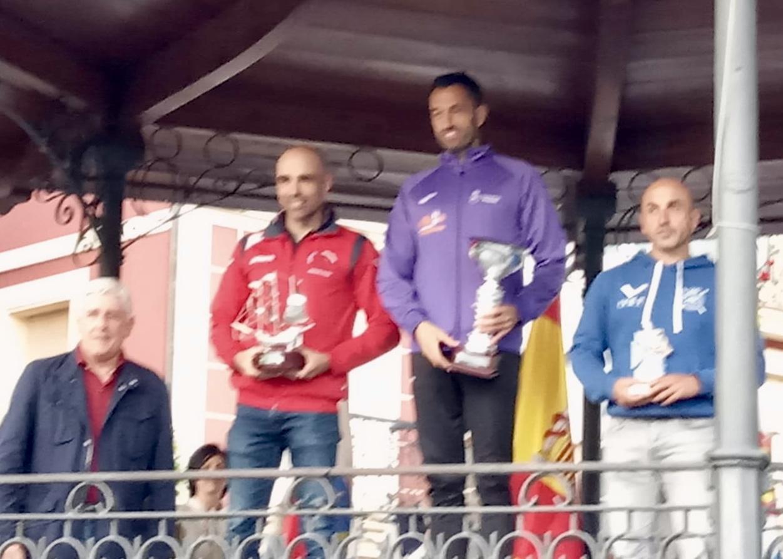 Walter Bouzán gana el Descenso del Asón con Andrés Cangas tercero