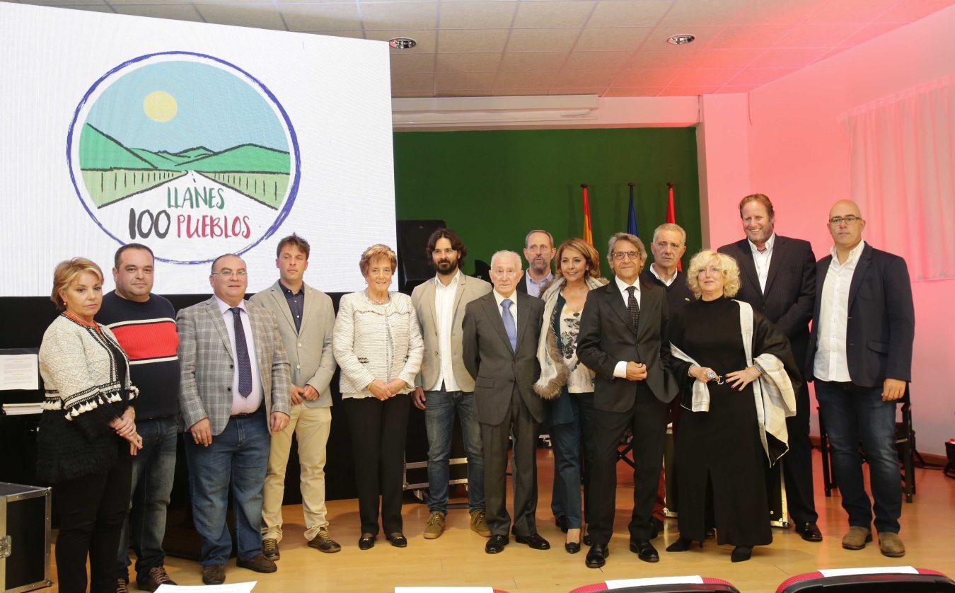 El Turismo de Llanes distingue a su gente en una gala dedicada a los pueblos del concejo