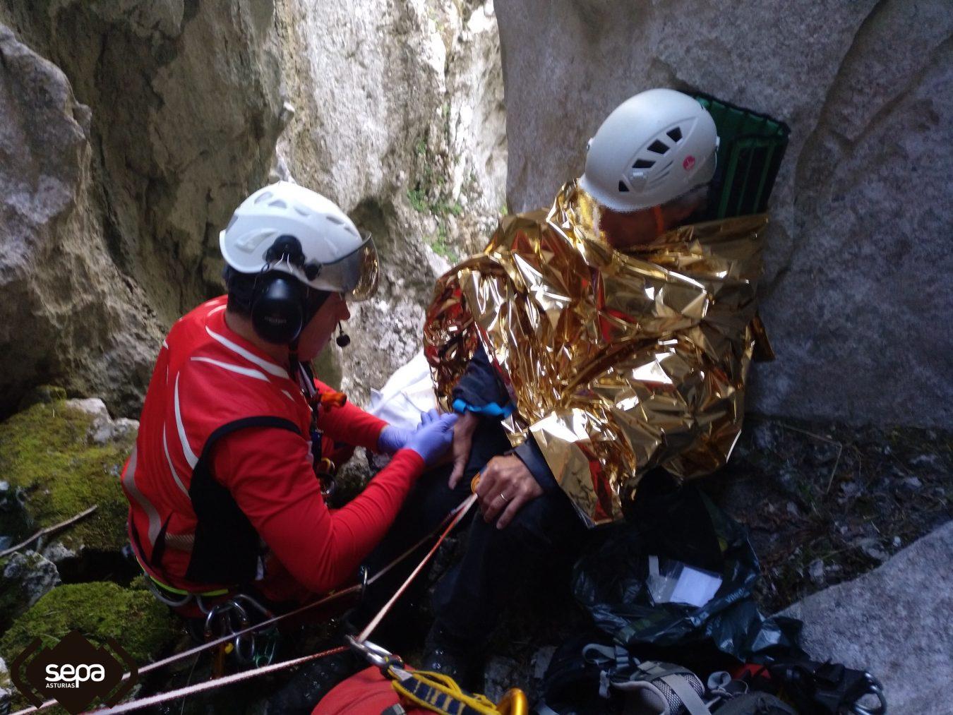 Rescatado un montañero holandés que se precipitó por una grieta en los Picos de Europa