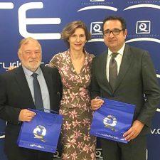 Canal recoge en Madrid una nueva Bandera Q de Calidad para la playa de Santa Marina de Ribadesella