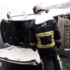 Pronóstico reservado para una mujer de 38 años tras volcar con su vehículo en la N-632