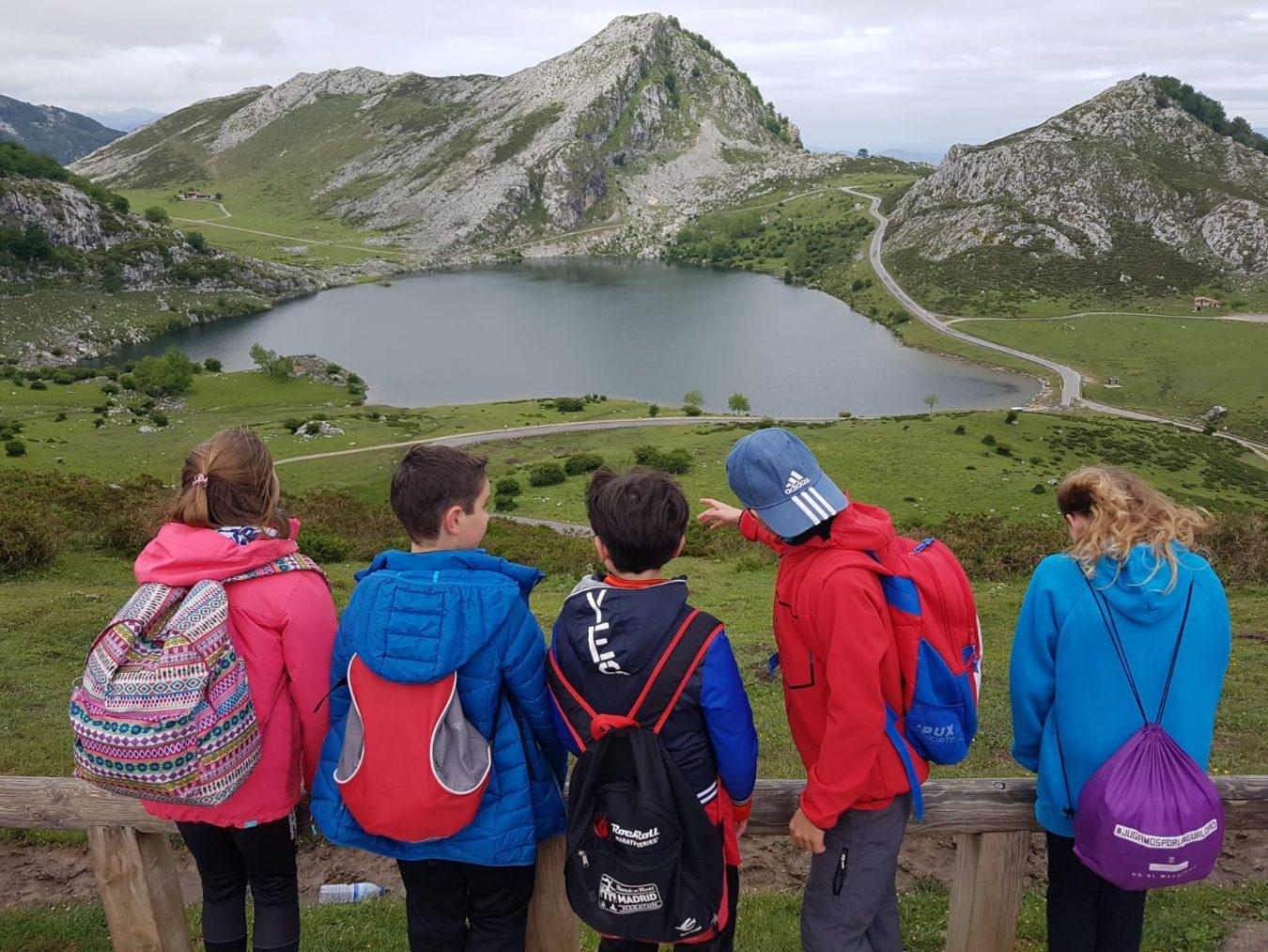 La Red de Centros Escolares por la Actividad Física disfruta de un encuentro en Los Lagos de Covadonga