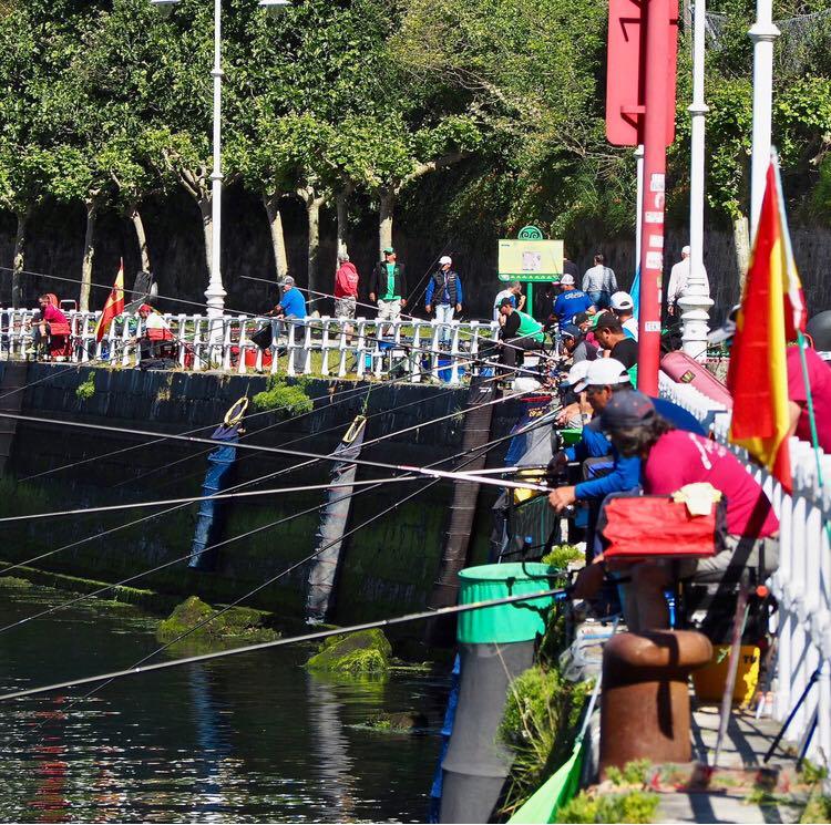 Motos, pesca y voley-playa para un fin de semana de auténtico verano en Ribadesella