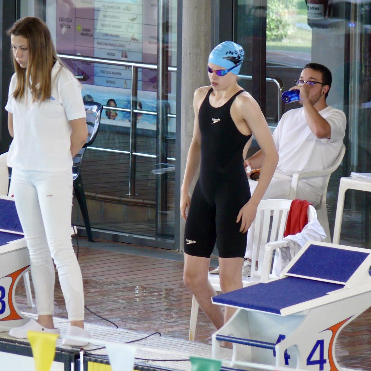 Dos medallas de plata y una de bronce para la nadadora canguesa Ineke Ardines en el I Campeonato de Asturias de Verano