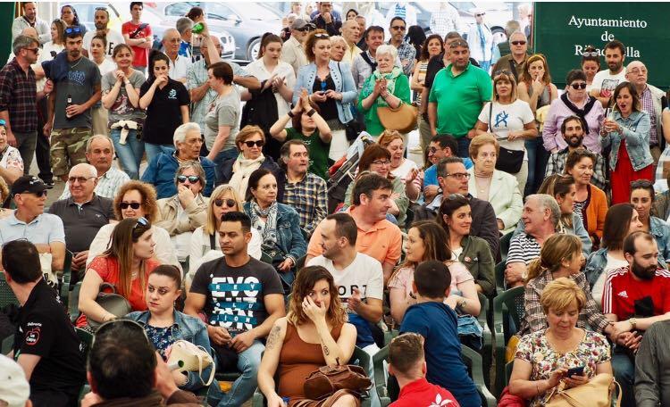 La Folixa de Ribadesella logra escanciar alrededor de 3.000 botellas de sidra