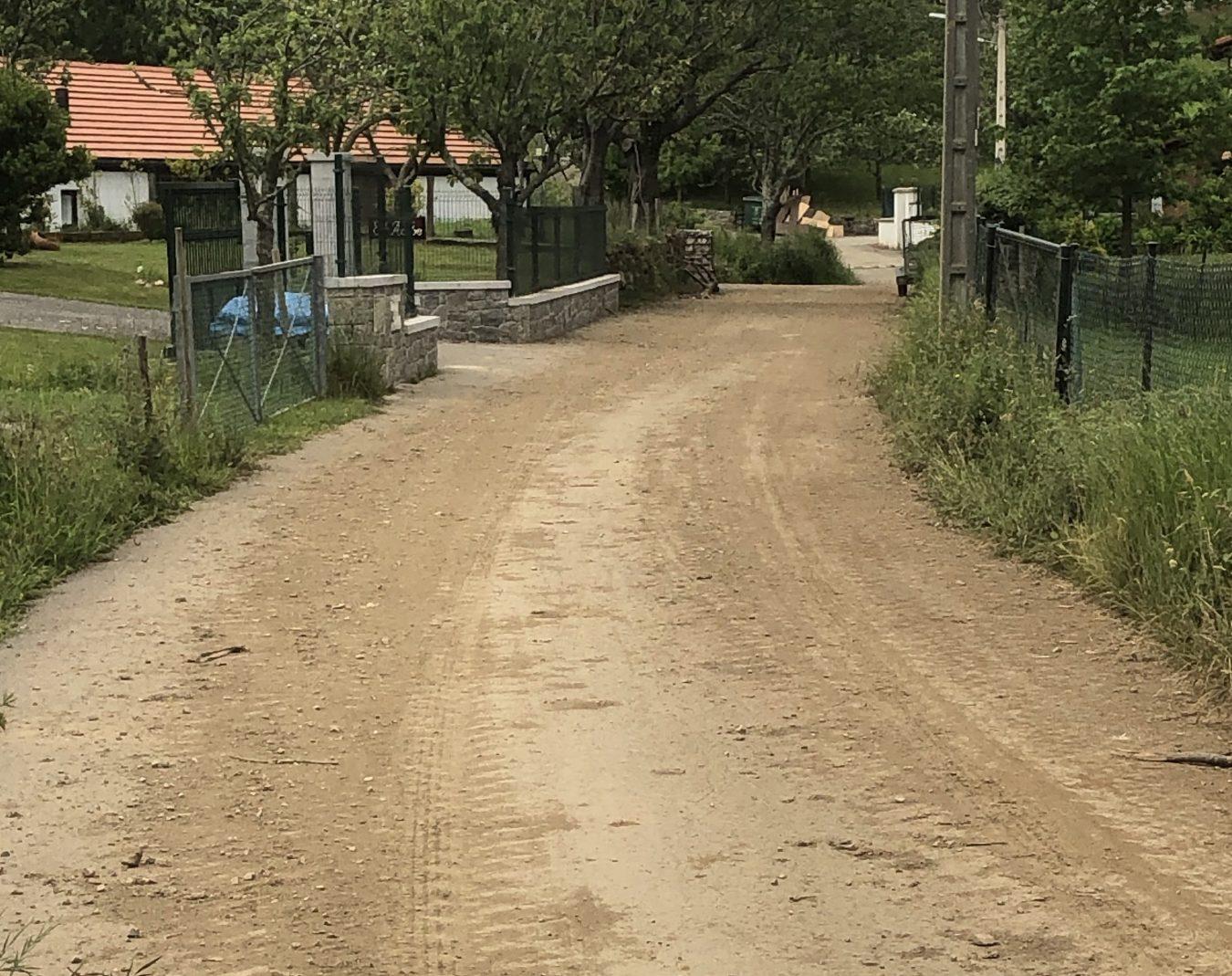 El riosellano pueblo de Linares denuncia su abandono y reclama el arreglo de la carretera