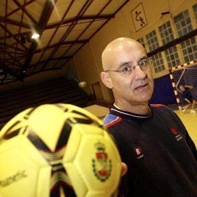 Máxima distinción del Balonmano asturiano para el riosellano Miguel Valdés