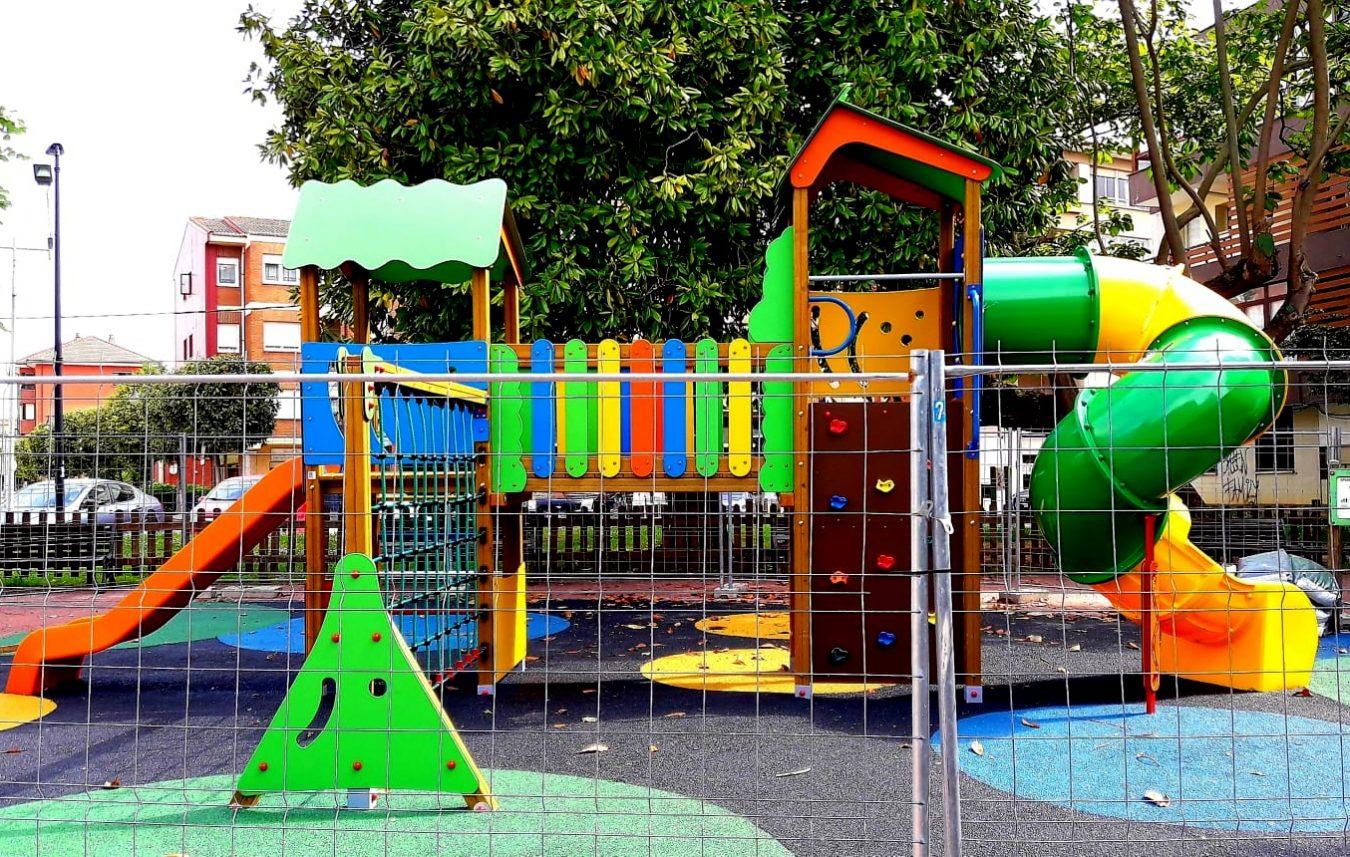 Concluye la primera fase de renovación del parque infantil de Llanes