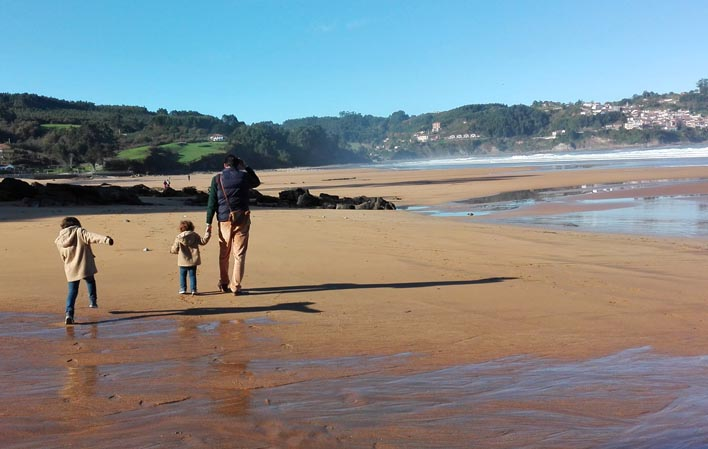 Los Grupos de Participación Infantil de Colunga limpiarán este viernes la playa de La Griega