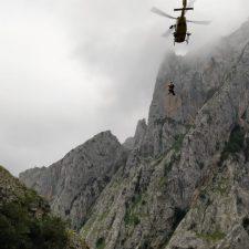 Un hombre resulta herido tras caerle una roca encima en la Ruta del Cares