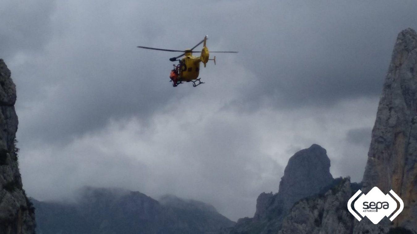 Evacuada al hospital de Arriondas una mujer accidentada en la Ruta del Cares