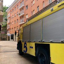 Los bomberos rescatan a una pareja atrapada en un ascensor en Ribadesella