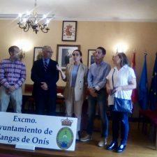 Cangas de Onís recoge el distintivo que le acredita como Pueblo Mágico de España